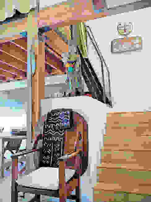 Loft LA Pasillos, vestíbulos y escaleras modernos de Juan Carlos Loyo Arquitectura Moderno