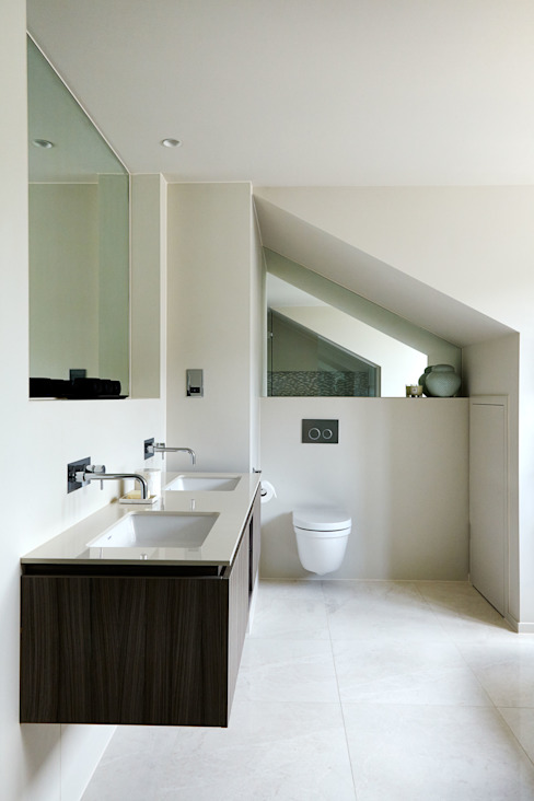 Hurlingham:  Bathroom by Studio Duggan,