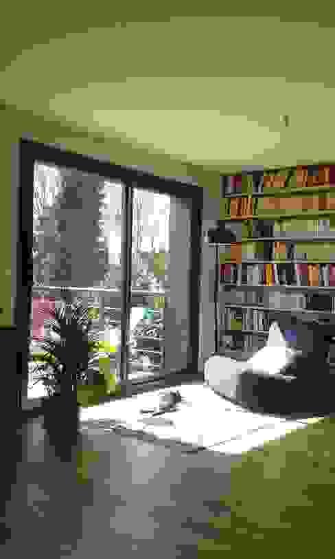 Sur-élévation à Ossature Bois Salon moderne par AADD+ Moderne