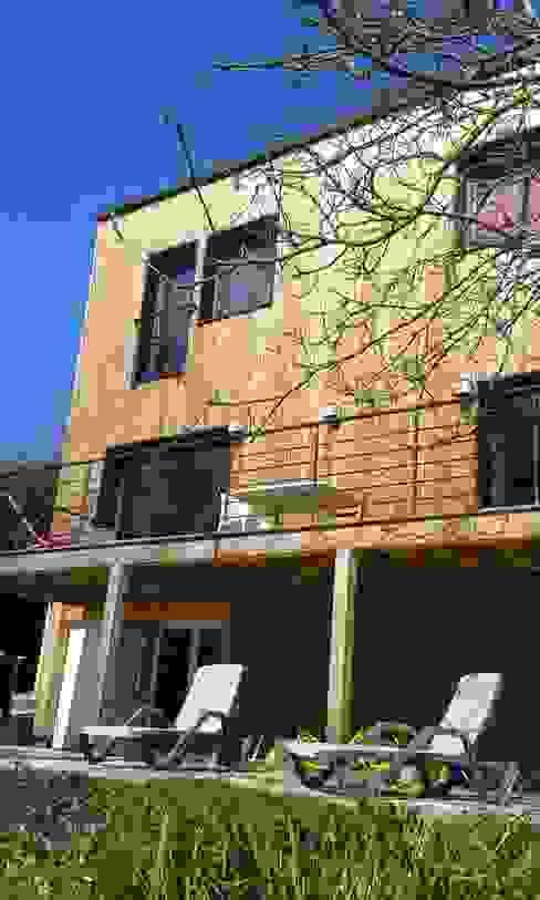 Sur-élévation à Ossature Bois Maisons modernes par AADD+ Moderne