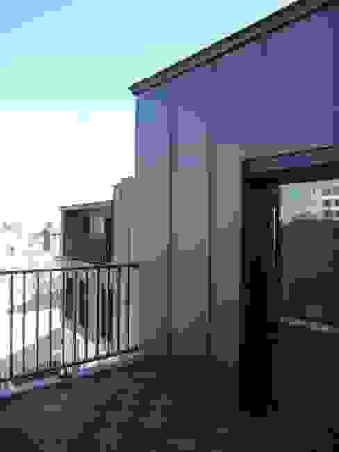 Sur-élevation à ossature Bois - Montreuil Balcon, Veranda & Terrasse modernes par AADD+ Moderne