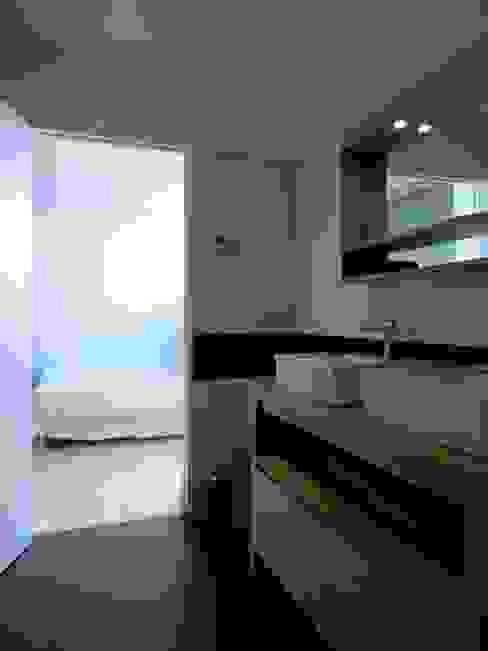 Un Loft à l'Orée du Bois Salle de bain minimaliste par AADD+ Minimaliste