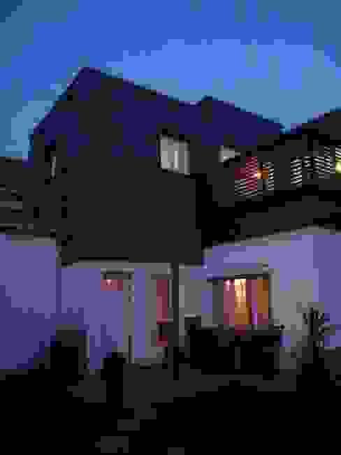 Sur-élévation en ossature bois traditionnelle Maisons modernes par AADD+ Moderne