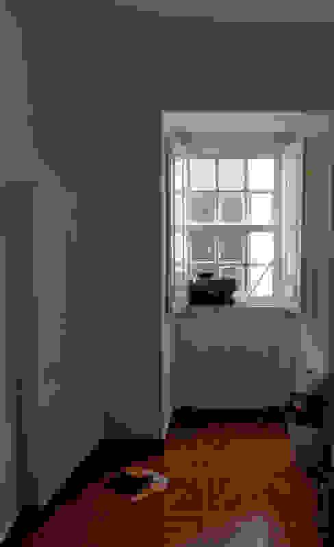 Quarto: Antes:   por BL Design Arquitectura e Interiores,