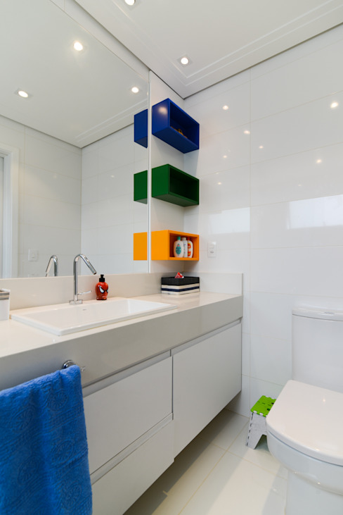 Bathroom by LAM Arquitetura | Interiores, Modern