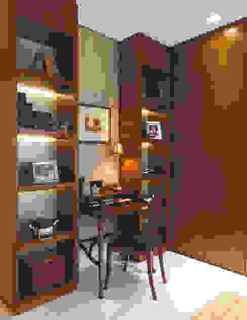 Ruang Studi/Kantor Klasik Oleh Rosangela C Brandão Interiores Klasik