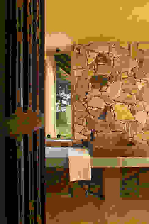 حمام تنفيذ Mario Caetano e Eliane Pinheiro, بلدي