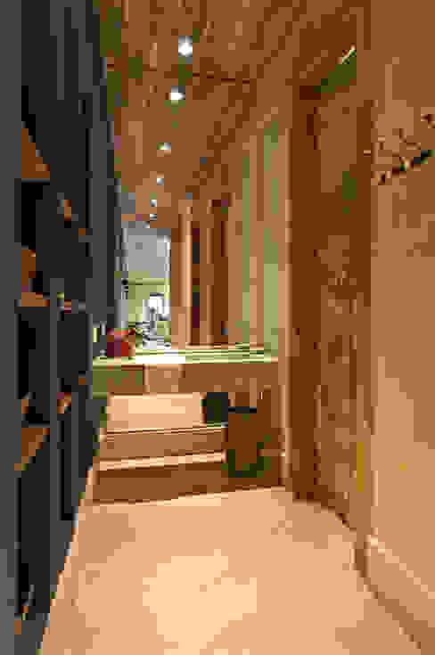 Vestiário: Banheiros  por Mario Caetano e Eliane Pinheiro