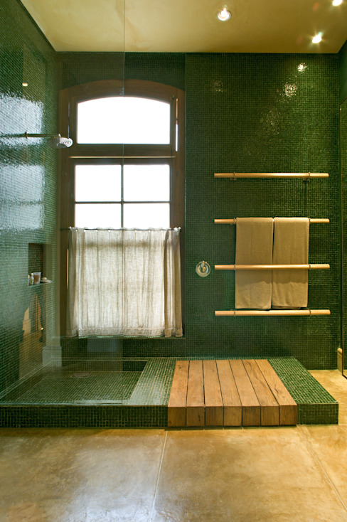 Country style bathroom by Mario Caetano e Eliane Pinheiro Country