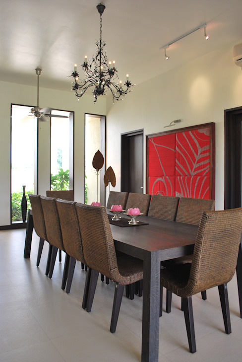Dining room by Atelier Design N Domain,