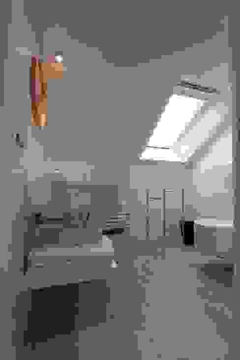 모던스타일 욕실 by emmanuelle Farah - Architecte d'intérieur 모던