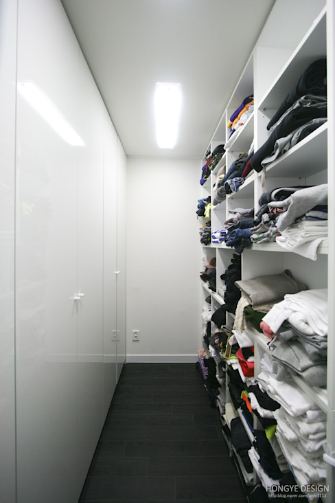 홍예디자인 Modern style dressing rooms