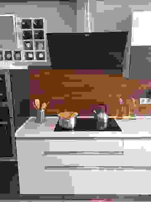 modern  von Blue Home , Modern Holz-Kunststoff-Verbund
