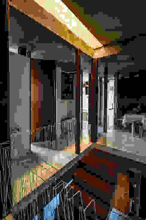 Casa La Rufina: Pasillos y recibidores de estilo  por Arq. Santiago Viale Lescano