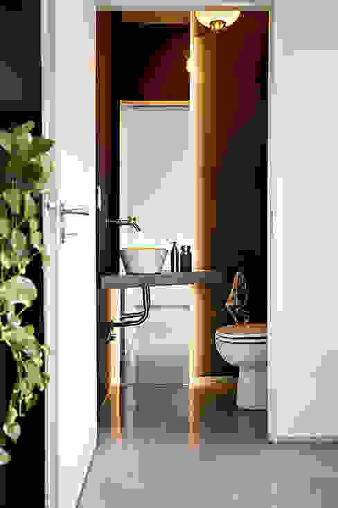 Toilette Baños de estilo minimalista de MeMo arquitectas Minimalista