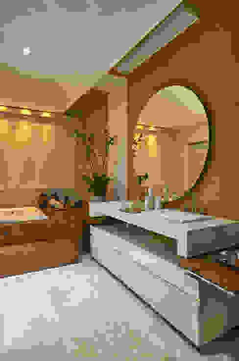 Casas de banho  por Isabela Canaan Arquitetos e Associados,