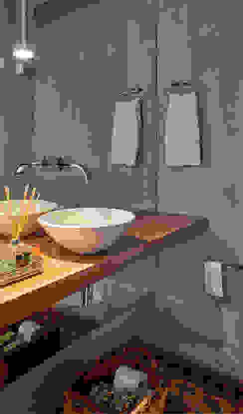 Apartamento MW Banheiros modernos por Isabela Canaan Arquitetos e Associados Moderno
