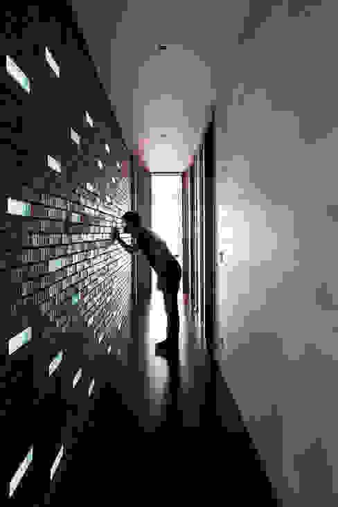 Casa Malva, Bloco Arquitetos Corredores, halls e escadas modernos por homify Moderno