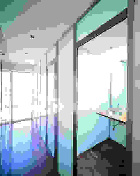 Bathroom by MARTIN MARTIN ARQUITECTOS, Minimalist