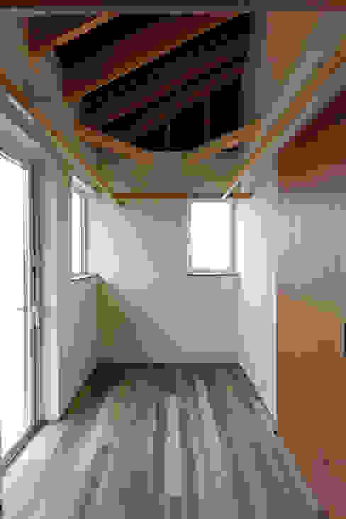 10*10_Haus ラスティックな 多目的室 の 有限会社 法澤建築デザイン事務所 ラスティック
