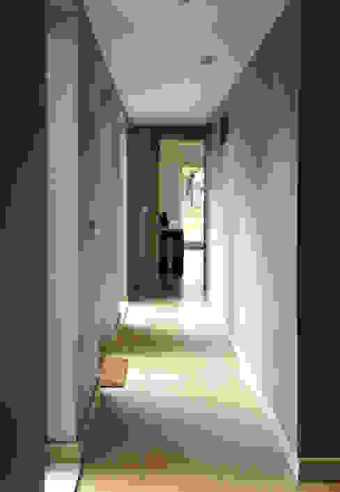 A New Hallway with Hidden Storage Modern corridor, hallway & stairs by ArchitectureLIVE Modern