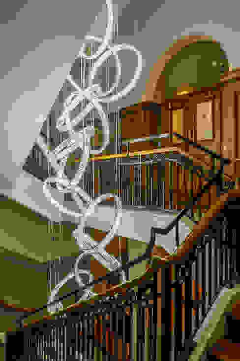 6m high bespoke chandelier in entrance stairwell от Goddard Littlefair Классический