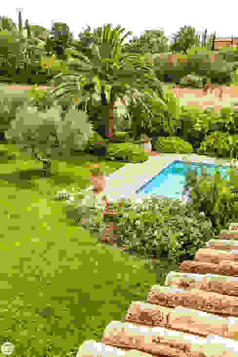VILLA - GRIMAUD Jardin méditerranéen par PASSAGE CITRON Méditerranéen