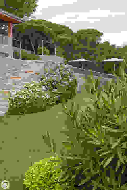 VILLA & JARDIN - SAINT-TROPEZ Jardin méditerranéen par PASSAGE CITRON Méditerranéen
