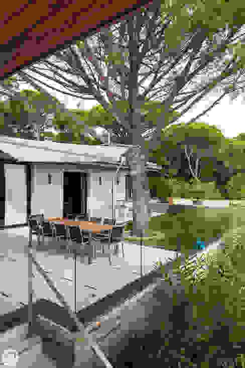 Giardino in stile mediterraneo di PASSAGE CITRON Mediterraneo