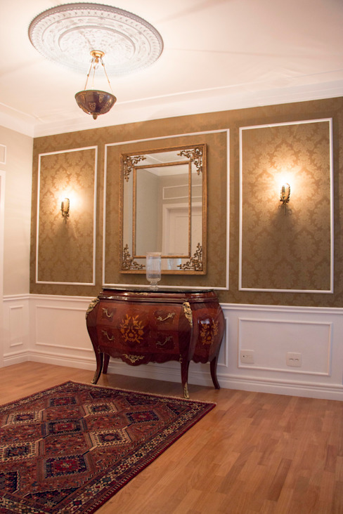Classic style corridor, hallway and stairs by MONICA SPADA DURANTE ARQUITETURA Classic