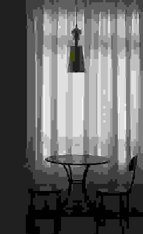 Classic style living room by MONICA SPADA DURANTE ARQUITETURA Classic