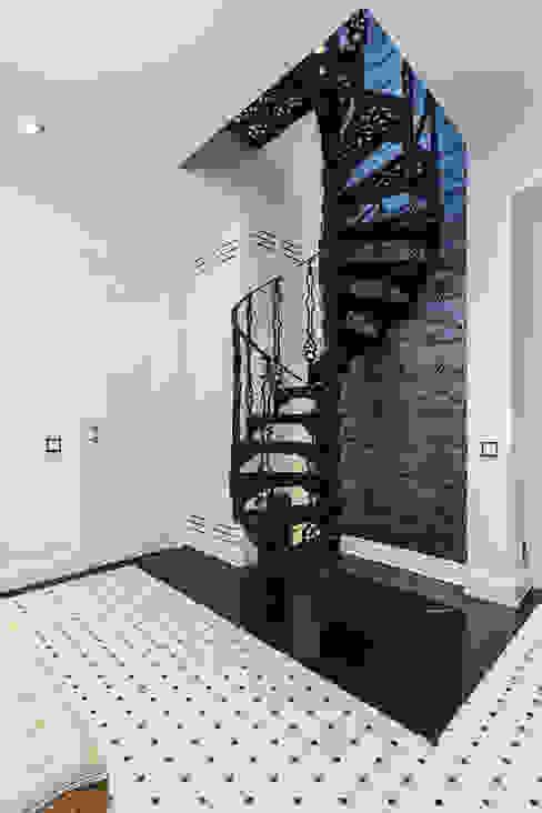 Michał Młynarczyk Fotograf Wnętrz Pasillos, vestíbulos y escaleras de estilo moderno