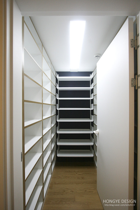 방안에 숨은책방, 작지만 효율적인 주택인테리어_26py: 홍예디자인의  서재 & 사무실