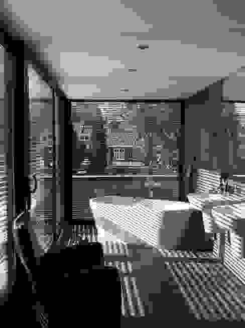 Salle de bains de style  par Van de Looi en Jacobs Architecten,