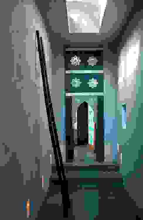 CASA . Quinta do lago Corredores, halls e escadas ecléticos por COISAS DA TERRA Eclético