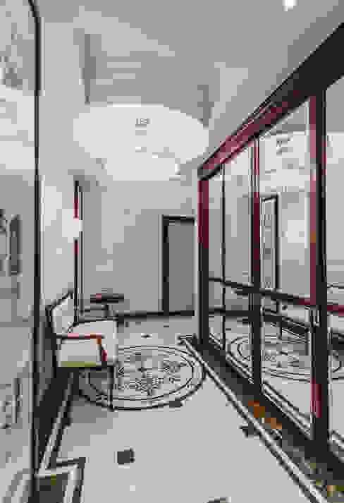 апартаменты в Ялте Коридор, прихожая и лестница в классическом стиле от Дорогой Дом Классический