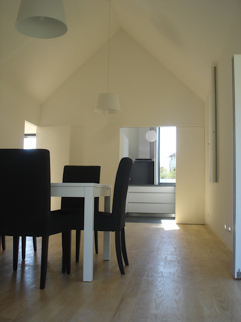 Minimalist interior Modern dining room by Utopia - Arquitectura e Enhenharia Lda Modern Wood-Plastic Composite