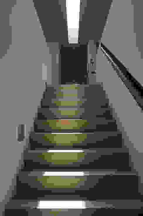 Moderner Flur, Diele & Treppenhaus von Maas Architecten Modern