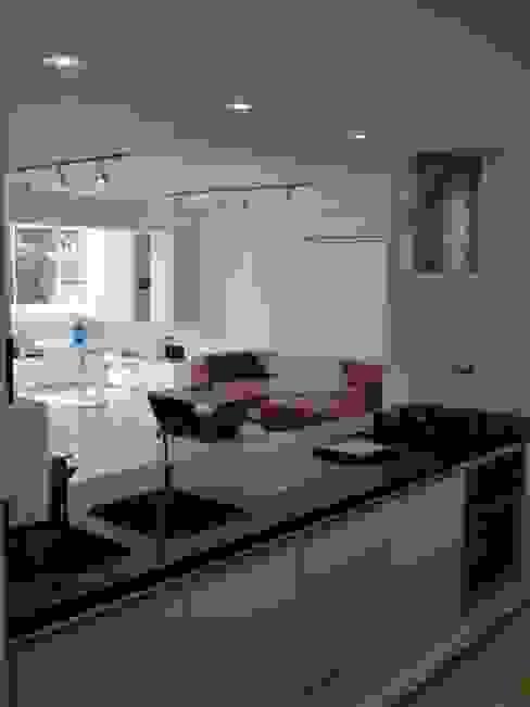 Kitchen by RRA Arquitectura, Minimalist