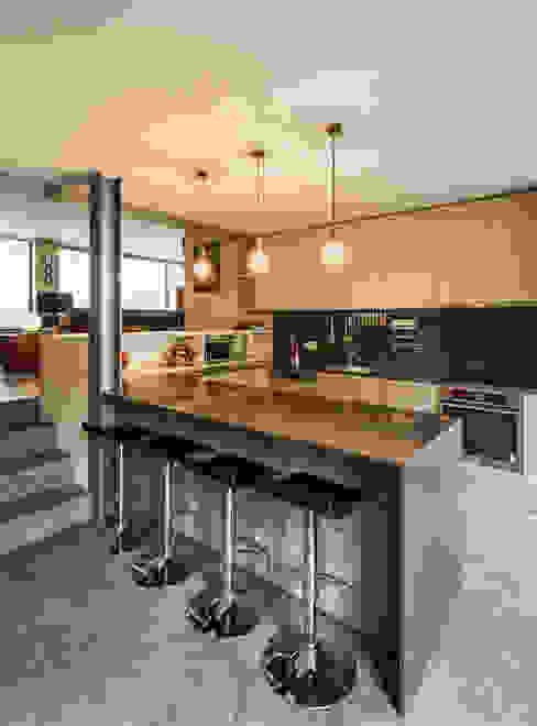 XYZ Arquitectos Associados Modern kitchen