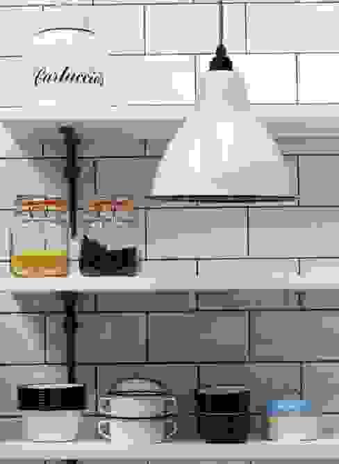 Industrial Kitchen With American Diner Feel Cocinas de estilo industrial de homify Industrial Madera maciza Multicolor