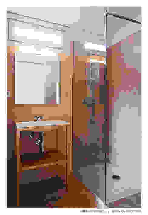 Casa do Pinheiro Casas de banho modernas por BAAU - Bernardo Amaral Arquitectura+Urbanismo Moderno