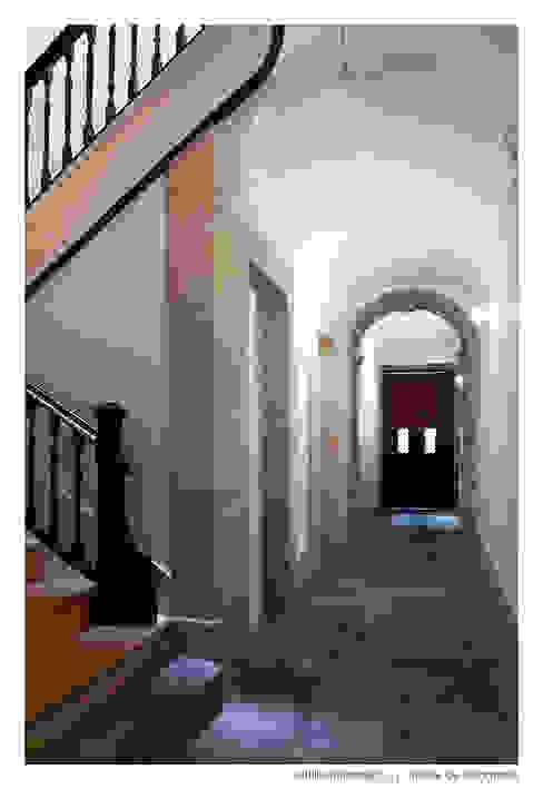 Casa do Pinheiro Corredores, halls e escadas modernos por BAAU - Bernardo Amaral Arquitectura+Urbanismo Moderno