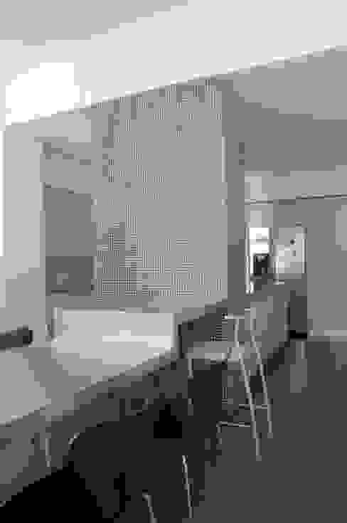 Casa JCSP_7 Cozinhas modernas por XYZ Arquitectos Associados Moderno