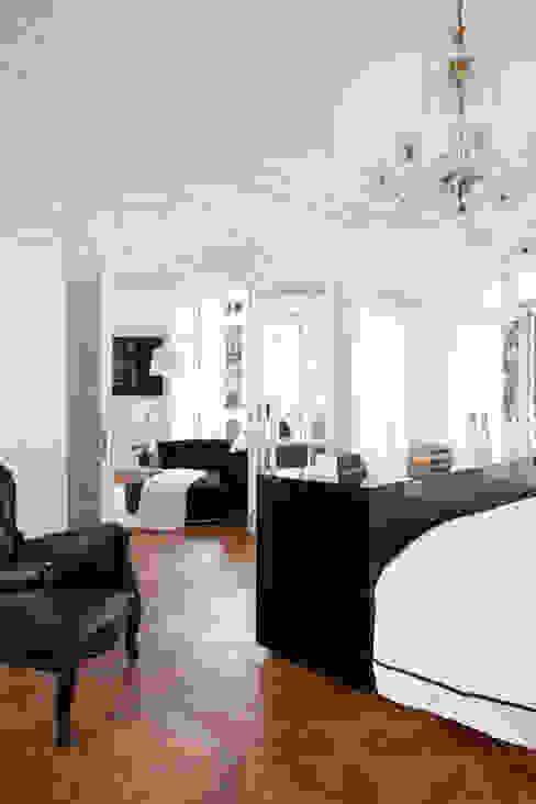 VIVIENDA EN CENTRO HISTÓRICO Dormitorios de estilo colonial de keragres Colonial