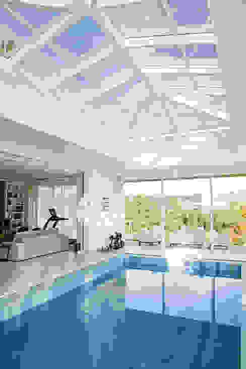 モダンスタイルの プール の Ariane Labre Arquitetura モダン