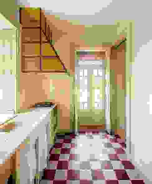 Vila Isolina Modern kitchen by Clínica de Arquitectura Modern