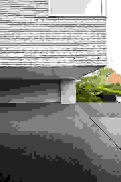 Le Cube Blanc Luc Spits Architecture Garage / Hangar modernes
