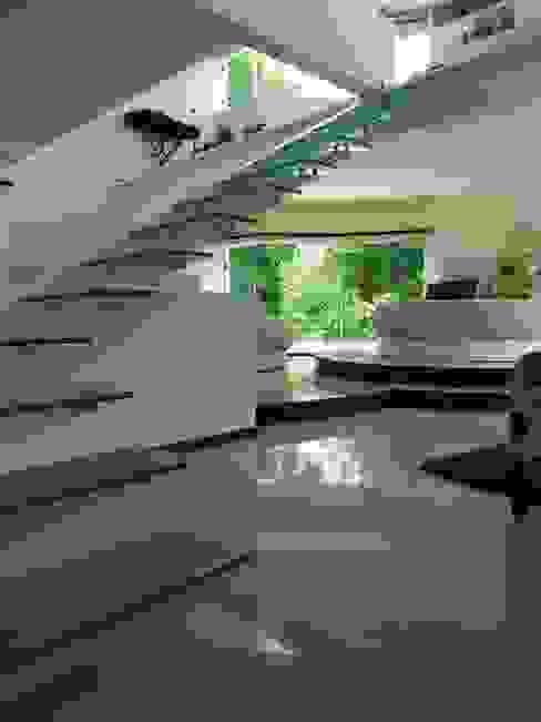 الممر الحديث، المدخل و الدرج من INGENIERIA Y DISEÑO EN CRISTAL, S.A. DE C.V. حداثي زجاج