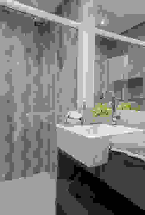 Nowoczesna łazienka od Estúdio HL - Arquitetura e Interiores Nowoczesny